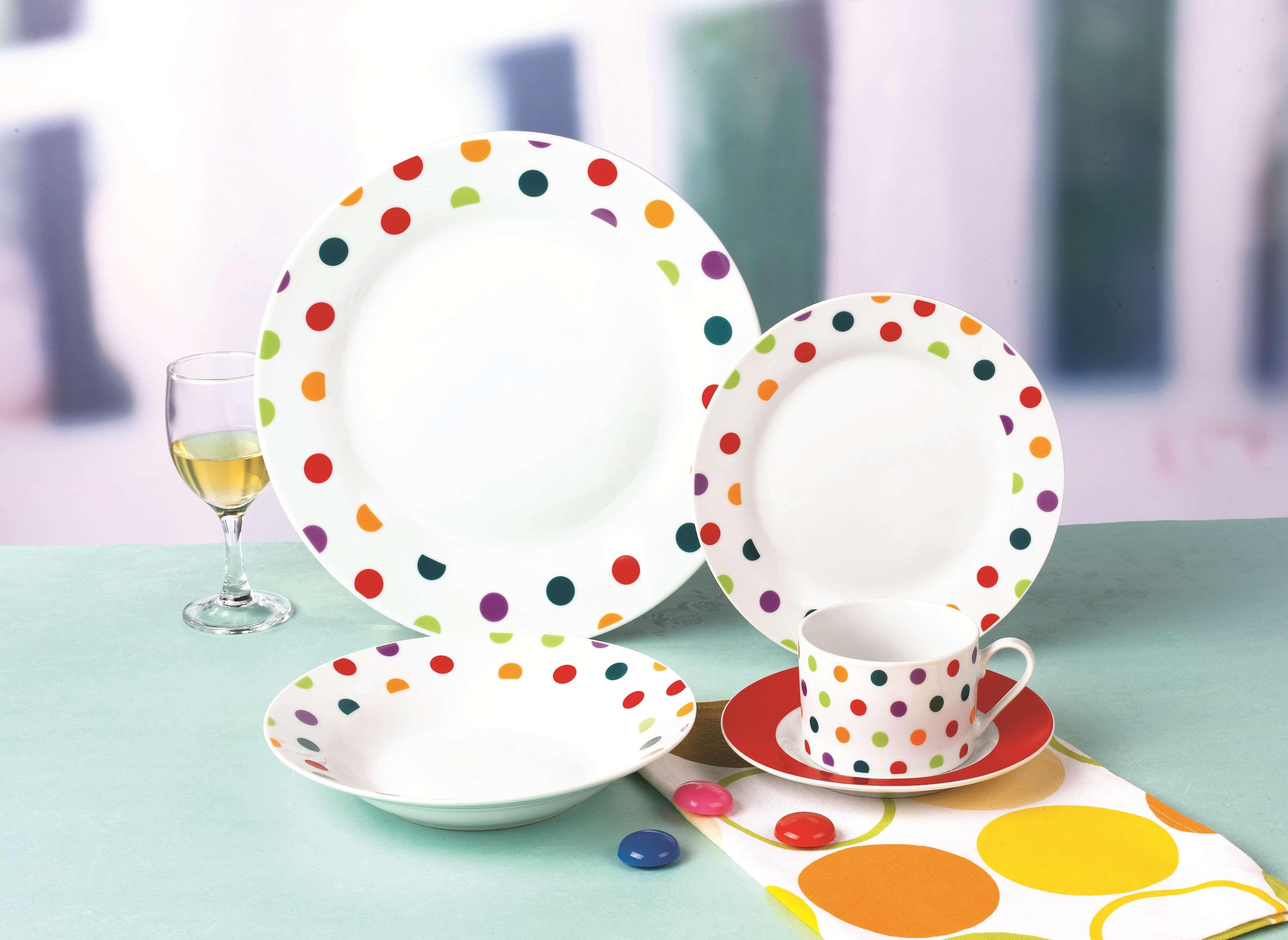 彩色圆点陶瓷餐具