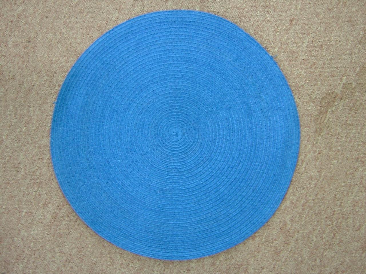 蓝色编织藤编圆形餐具垫