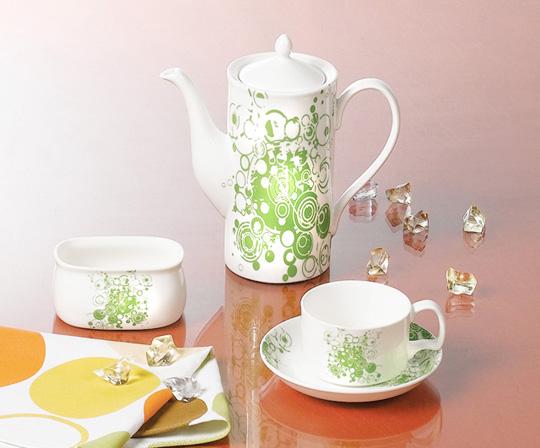 绿色花纹陶瓷茶壶