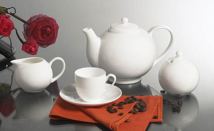 纯白陶瓷茶壶