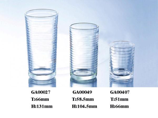 条纹玻璃杯